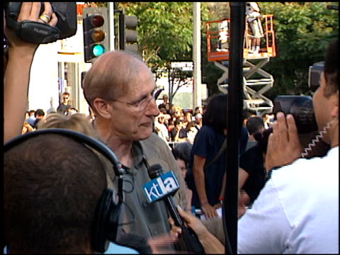 james cromwell at the 'lara croft tomb raider' premiere on june 11 2001 - croft stock videos & royalty-free footage