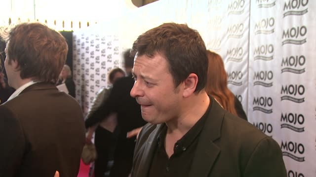 james dean bradfield on not being an influence on young bands, on getting the maverick award at the the mojo honours list 2009 at london england. - manic street preachers stock videos & royalty-free footage