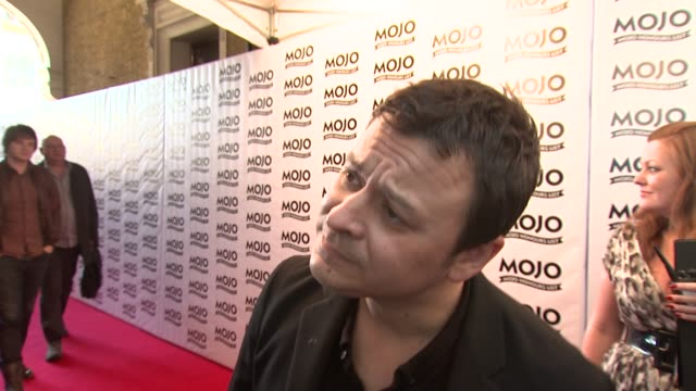 james dean bradfield on the band not playing by the rulesian hunter at the the mojo honours list 2009 at london england. - manic street preachers stock videos & royalty-free footage