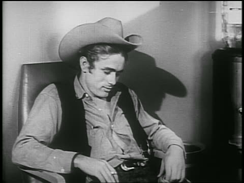vídeos y material grabado en eventos de stock de james dean in cowboy hat talking to someone off screen / psa - sólo hombres jóvenes