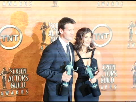 james denton and teri hatcher winners for outstanding ensemble in a comedy series for 'desperate housewives' at the 2005 screen actors guild sag... - teri hatcher stock-videos und b-roll-filmmaterial