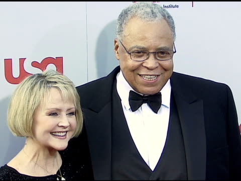 james earl jones and wife cecilia hart at the 34th afi life achievement award: a tribute to sean connery at the kodak theatre in hollywood,... - afi life achievement award stock videos & royalty-free footage