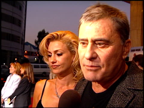 vídeos de stock, filmes e b-roll de james farentino at the 'bullet proof' premiere at the cinerama dome at arclight cinemas in hollywood california on august 28 1996 - à prova de balas