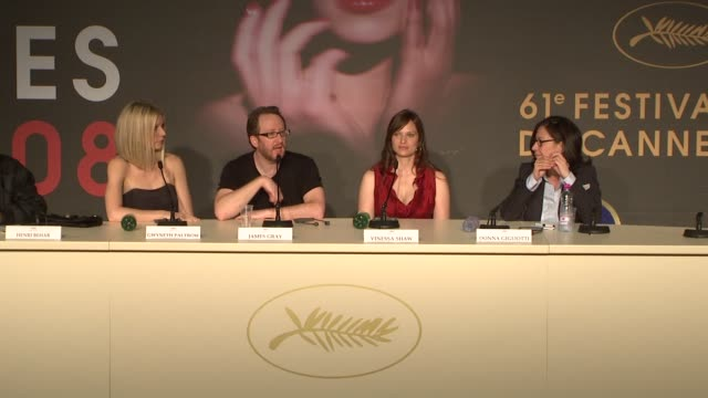 "vidéos et rushes de james gray on hollywood and his filmmaking at the cannes press conference for ""two lovers"" in cannes on may 20, 2008. - press conference"