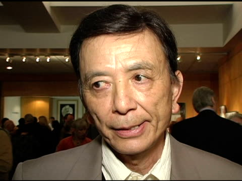 vídeos de stock, filmes e b-roll de james hong on roman polanski as a director at the ampas 30th anniverary screening of 'chinatown' at the academy of motion picture arts and sciences... - academy of motion picture arts and sciences