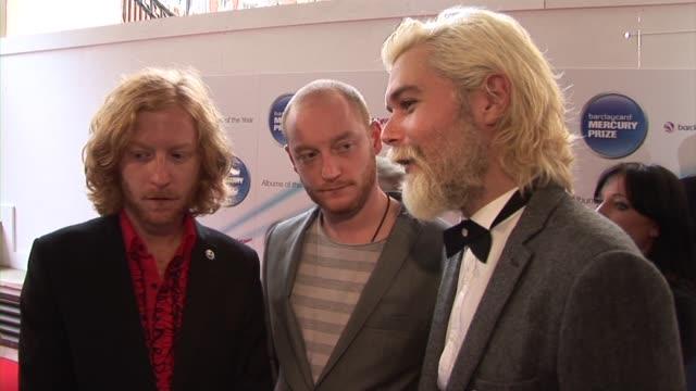 james johnston simon neil ben johnston of biffy clyro on rock music at the barclaycard mercury prize arrivals at london england - モダンロック点の映像素材/bロール