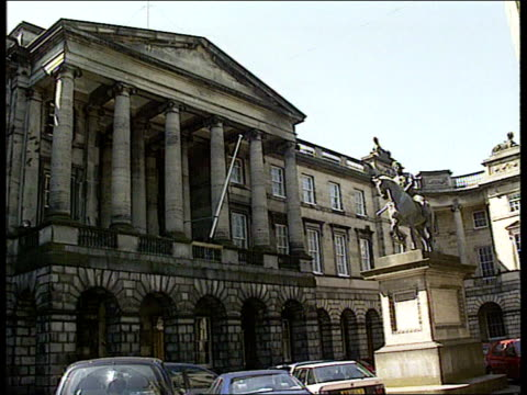 edinburgh court of session gvs court building - itv weekend evening news stock-videos und b-roll-filmmaterial