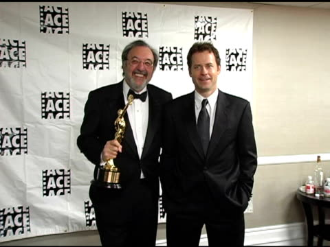 vídeos y material grabado en eventos de stock de james l brooks and greg kinnear at the ace eddie awards at the beverly hilton in beverly hills, california on february 20, 2005. - greg james