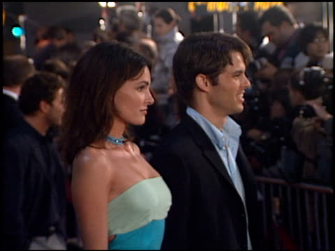james marsden and lisa linde at the 'erin brockovich' premiere on march 14 2000 - lisa linde stock videos & royalty-free footage