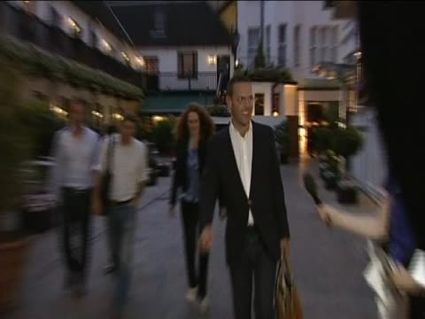 james murdoch and rebekah brooks surrounded by press following revelations about news corp phone hacking - レベッカ ブルックス点の映像素材/bロール