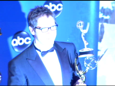 vídeos y material grabado en eventos de stock de james spader, winner of outstanding lead actor in a drama series, 'the practice' at the 2004 primetime emmy awards press room at the shrine... - premio emmy anual primetime