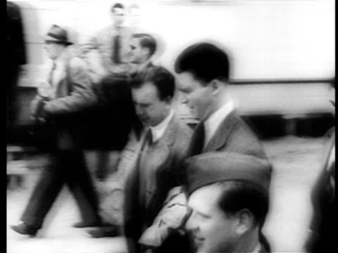 stockvideo's en b-roll-footage met james stewart marching with other men to enlist in air force / ww ii / doc. - in dienst gaan