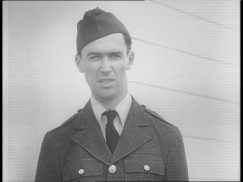 vídeos y material grabado en eventos de stock de james stewart walks down the street with several other men / in a crowded room, stewart and several others are sworn in with their right hands aloft... - military recruit