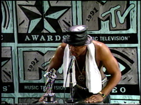 james todd ll cool j smith at the 1991 mtv awards at universal amphitheatre in universal city california on january 1 1991 - mtv点の映像素材/bロール