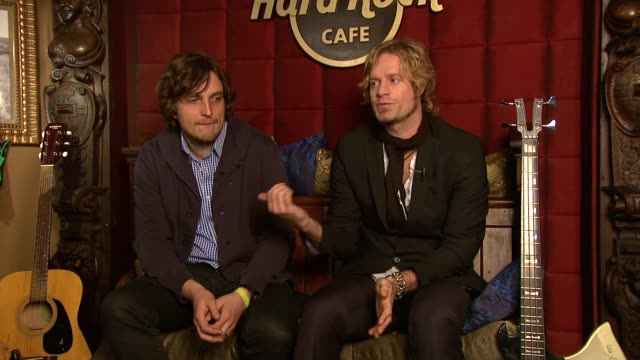 james walsh and arno carstens on how they compliment each other stylistically on how arno is using a song james wrote on his album on james noticing... - アルバムのタイトル点の映像素材/bロール