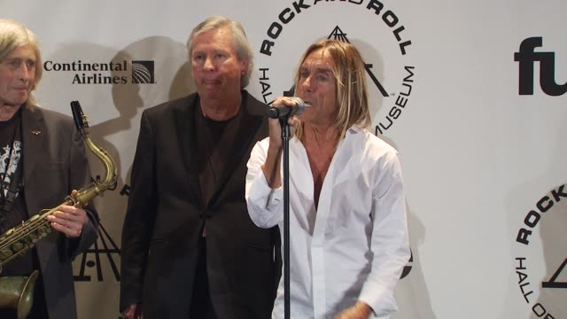 stockvideo's en b-roll-footage met james williamson iggy pop and scott asheton of the stooges on billy joel's performance tonight at the 25th annual rock and roll hall of fame... - billy joel