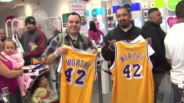 james worthy greets fans at tmobile and gears up for nba allstar 2011 in los angeles at the james worthy greets fans at tmobile and gears up for nba... - studio city stock videos & royalty-free footage