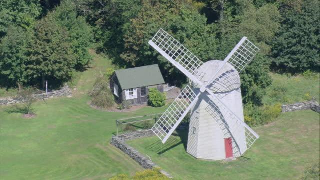 aerial jamestown windmill on windmill hill / rhode island, united states - jamestown stock-videos und b-roll-filmmaterial