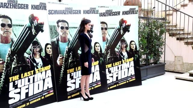 vídeos y material grabado en eventos de stock de jamie alexander at 'the last stand' photocall in rome at hassler hotel on january 25 2013 in rome italy - el último desafío