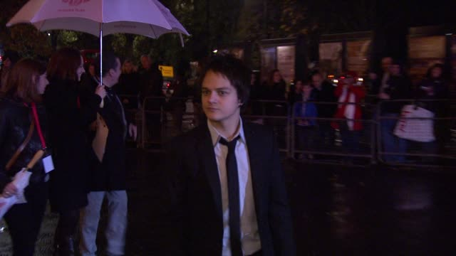 jamie cullum *guardian & telegraph out* at the prince's trust rock gala 2010 arrivals at london england. - jamie cullum stock videos & royalty-free footage