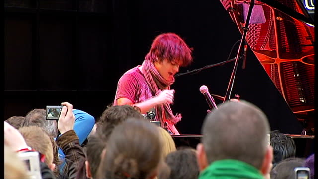 jamie cullum interview; jamie cullum performing on stage sot - jamie cullum stock videos & royalty-free footage