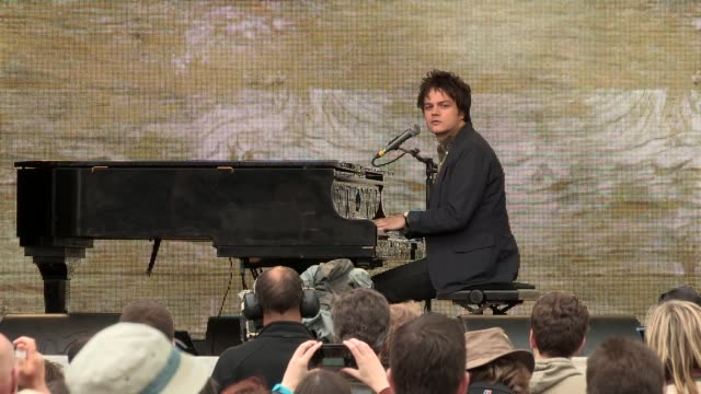 jamie cullum performs high and dry at tate modern on june 12, 2013 in london, england - jamie cullum stock videos & royalty-free footage