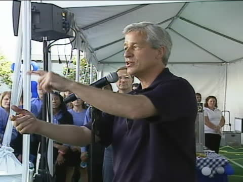 jamie dimon ceo of jpmorgan chase talks about how jpmorgan has helped the state of california during the recession at an event for chase employees - business or economy or employment and labor or financial market or finance or agriculture stock-videos und b-roll-filmmaterial
