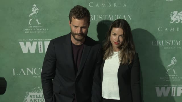 vídeos de stock, filmes e b-roll de jamie dornan and amelia warner at the 11th annual women in film preoscar cocktail party at crustacean on march 02 2018 in beverly hills california - festa do oscar