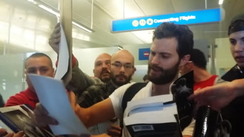 jamie dornan at los angeles international airport in celebrity sighting in los angeles, 1/06/2015 - 親筆簽名 個影片檔及 b 捲影像