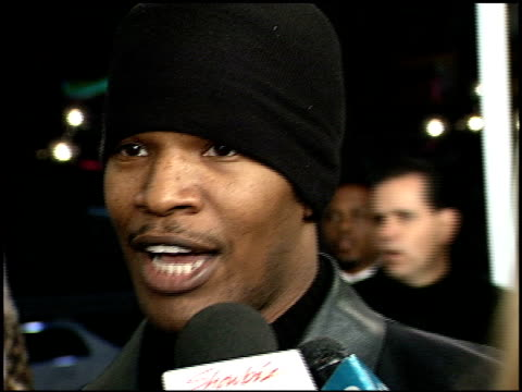 jamie foxx at the 'down to earth' premiere at grauman's chinese theatre in hollywood, california on february 12, 2001. - teatro cinese tcl video stock e b–roll