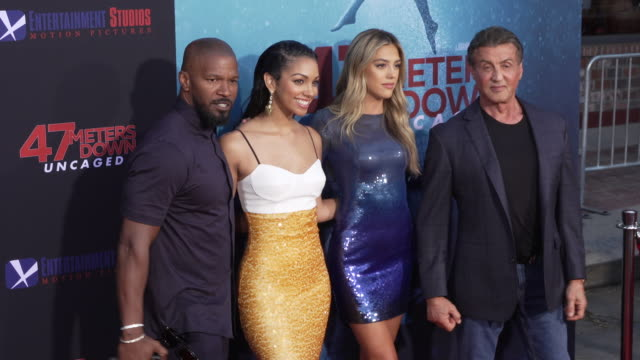 "vídeos de stock, filmes e b-roll de jamie foxx, corinne foxx, sistine rose stallone and sylvester stallone at the los angeles premiere of ""47 meters down: uncaged"" on august 13, 2019 in... - sylvester stallone"