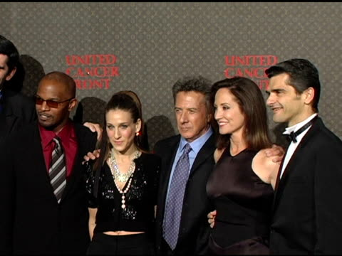 jamie foxx sarah jessica parker dustin hoffman and lilly tartikoff pose for pictures at the 2nd annual louis vuitton united cancer front gala... - dustin hoffman video stock e b–roll