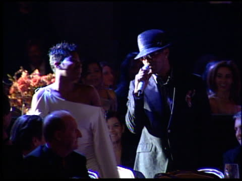 vídeos de stock, filmes e b-roll de jamie foxx sings to fantasia at the clive davis' pregrammy awards party concert at the beverly hilton in beverly hills california on february 7 2006 - 2006