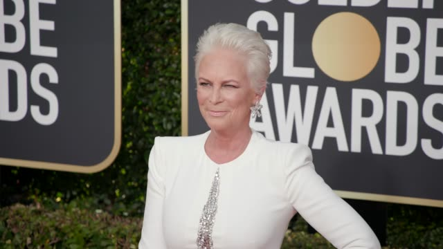 jamie lee curtis at 76th annual golden globe awards arrivals in los angeles ca 1/6/19 4k footage - golden globe awards stock videos & royalty-free footage