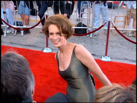 jamie lee curtis at the 'true lies' premiere on july 12 1994 - 1994 stock-videos und b-roll-filmmaterial