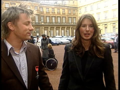 jamie oliver receives mbe; itn buckingham palace: ext oliver speaking to press jamie oliver interview sot jules oliver interview sot cutaway cbv... - jamie oliver stock videos & royalty-free footage