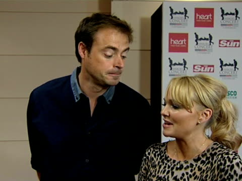 vídeos de stock, filmes e b-roll de jamie theakston and emma bunton on take that, performing as a group, girl power at the help the heroes concert at london england. - jamie theakston