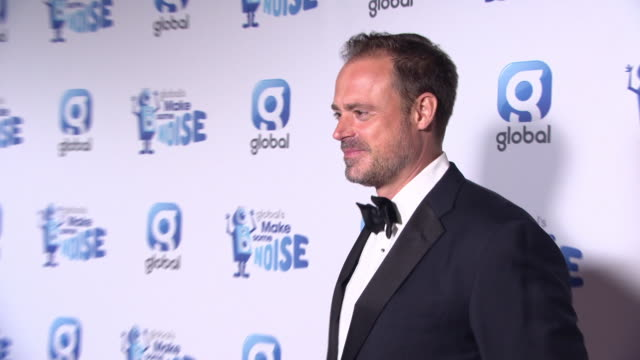 vídeos de stock, filmes e b-roll de jamie theakston at global's make some noise night gala on november 20, 2018 in london, england. - jamie theakston