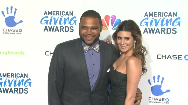 jamielynn sigler anthony anderson at the 2nd annual american giving awards presented by chase on in pasadena ca - hinterher bewegen stock-videos und b-roll-filmmaterial