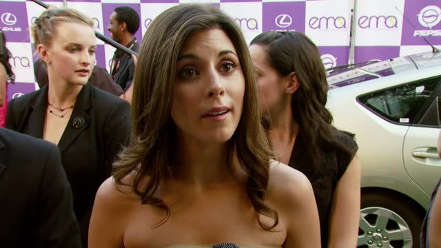 vídeos de stock e filmes b-roll de jamie-lynn sigler on the importance of attending the event and if the entertainment industry has a resposibility to spread environmental awareness at... - wilshire ebell theatre