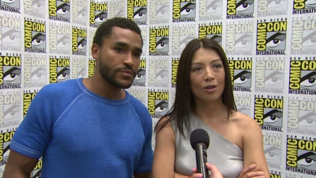 jamil walker smith and ming-na on what they love.. at the comic-con 2009: 'stargate universe' press line at san diego ca. - ming na stock videos & royalty-free footage