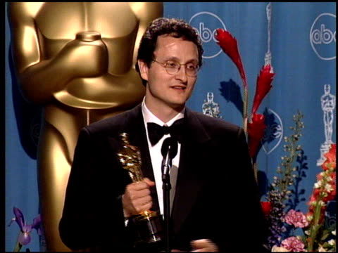 jan pinkava at the 1998 academy awards at the shrine auditorium in los angeles, california on march 23, 1998. - 第70回アカデミー賞点の映像素材/bロール