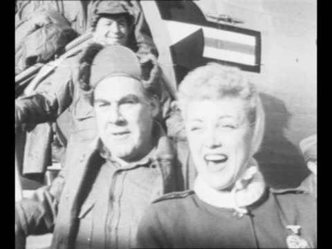 jan sterling and paul douglas lead group of celebrities deplaning in seoul as they arrive for a uso performance there during the korean war; united... - debbie reynolds stock-videos und b-roll-filmmaterial
