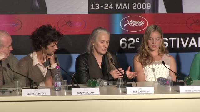 vídeos de stock, filmes e b-roll de jane campion on trying to find fanny's voice and on how fanny being witty in reality and on how abbie cornish took the role in a new direction at the... - abbie cornish