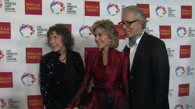 stockvideo's en b-roll-footage met jane fonda at los angeles lgbt center 46th anniversary gala vanguard awards at the hyatt regency century plaza on november 07 2015 in los angeles... - anniversary gala vanguard awards