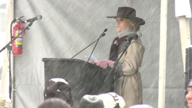 stockvideo's en b-roll-footage met speech jane fonda at respect rally 2018 sundance film festival on january 20 2018 in park city utah - sundance film festival