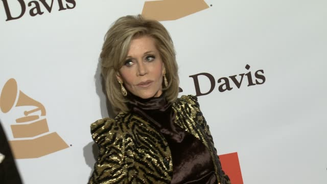 stockvideo's en b-roll-footage met jane fonda at the 2016 pregrammy gala and salute to industry icons honoring irving azoff at the beverly hilton hotel on february 14 2016 in beverly... - irving azoff