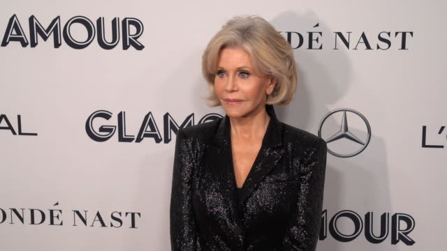 jane fonda at the 2019 glamour women of the year awards at alice tully hall on november 11, 2019 in new york city. - ジェーン・フォンダ点の映像素材/bロール