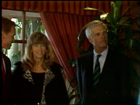 jane fonda at the afm press conference with ted turner at afm on march 3, 1992. - ジェーン・フォンダ点の映像素材/bロール