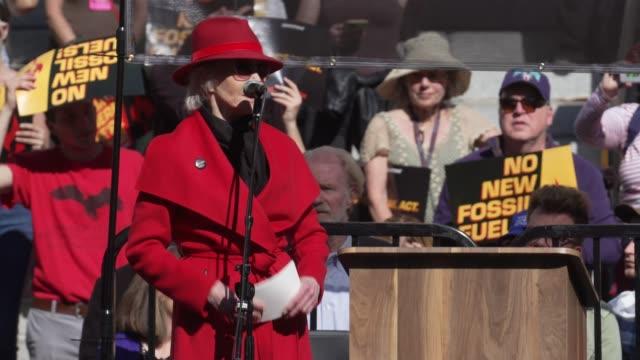 jane fonda closing statement at jane fonda's fire drill friday at los angeles city hall on february 07, 2020 in los angeles, california. - ジェーン・フォンダ点の映像素材/bロール